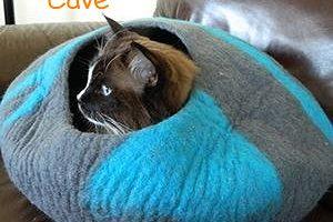 CatGeeks ComfyCat Cat Cave, comfy cat bed